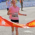runner-woman-finishline